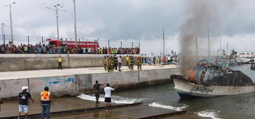 Jaramijó. Incendio destruye barco chinchorrero