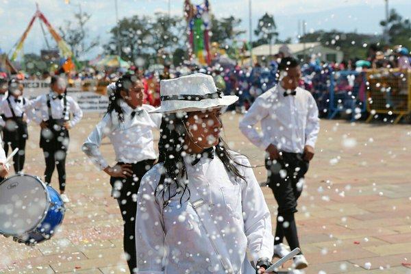 Los colores del carnaval se llevan en la cara y el alma en Amaguaña