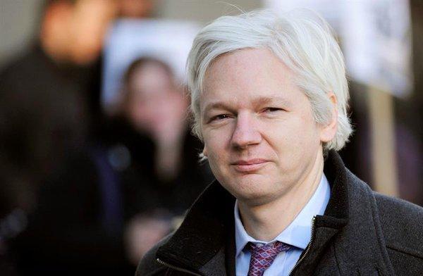 Assange afirma que votar por Hillary Clinton es hacerlo en favor de la 'guerra'