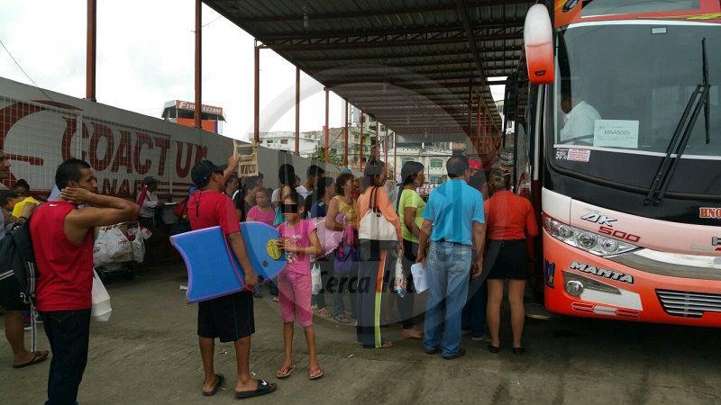 Familias retornan a sus hogares tras cuatro días de feriado