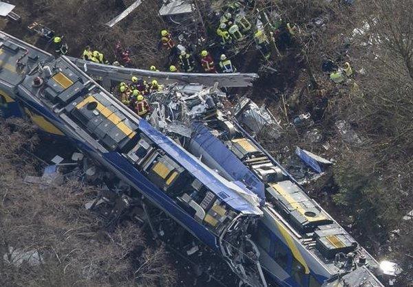 Al menos 9 muertos en peor accidente ferroviario en Alemania en cinco años