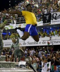 Río de Janeiro continúa de fiesta en un Carnaval que está por culminar