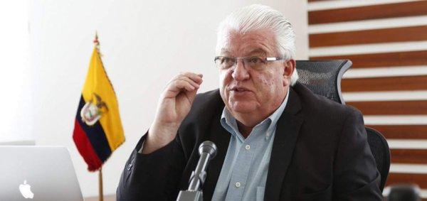Dictamen sobre fondos de ente de FF.AA. es vinculante, dice ministro
