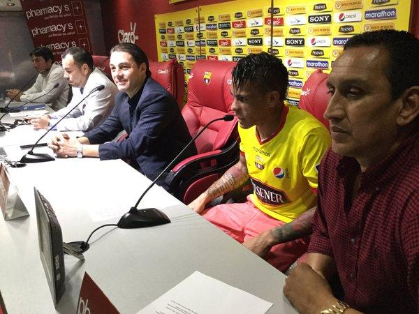Jonathan Álvez es presentado oficialmente como nuevo refuerzo de Barcelona SC