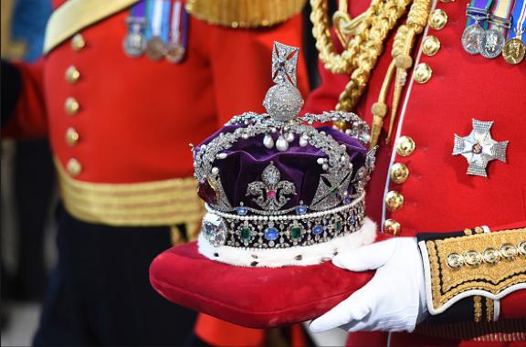 Estudian si diamantes de la reina Isabel son para siempre