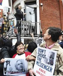 "Assange acusa a Cameron de ""difamarlo"""