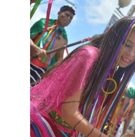 El grupo 'Pacha Samy' participó en el Carnaval de Guaranda