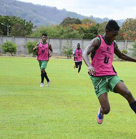 Liga (P) y Manta FC se miden en un 'clásico examen'