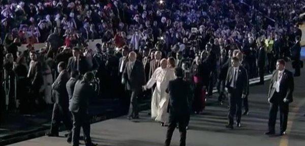 El papa Francisco llega a México y es recibido con mariachis