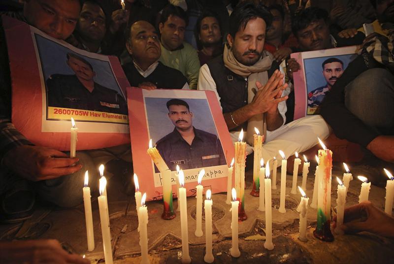 Miles de personas despiden al soldado indio que sobrevivió 6 días bajo nieve
