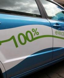 Correa anuncia que el Estado ecuatoriano adquirirá vehículos eléctricos