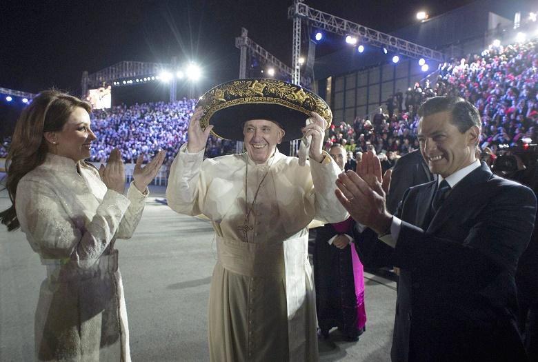 Los mexicanos ofrecen al papa Francisco una masiva y colorida recepción