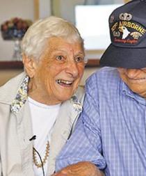 Pareja separada en la Segunda Guerra Mundial se reencuentra tras 70 años