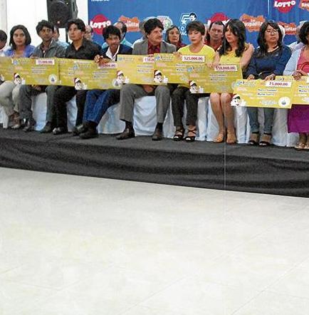 La lotería nacional premia a ganadores