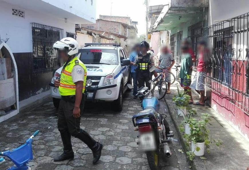 La polic a captura a dos presuntos microtraficantes en for Ministerio del interior ecuador telefonos