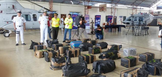 Decomisan 700 kilos de coca na cerca de gal pagos el for Ministerio del interior ecuador