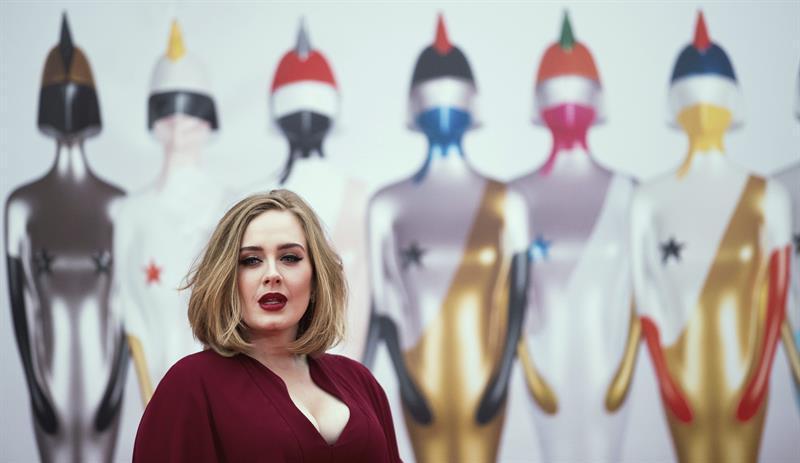 Adele se corona como la reina de la música británica en los Premios Brit