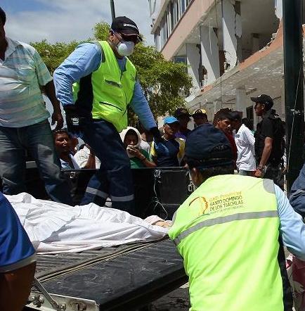 Aumenta a 246 la cifra de muertos por terremoto en Ecuador, con 2.527 heridos