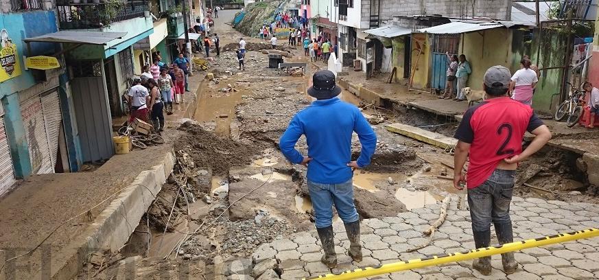 Desbordamiento del río Damas deja 4 muertos y 4 desaparecidos en Alluriquín