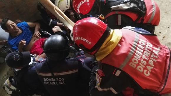 Hombre es rescatado luego de 13 días del terremoto
