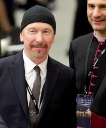 The Edge, el guitarrista de U2, tocó en la Capilla Sixtina del Vaticano
