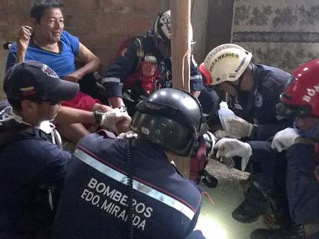 Hay dos versiones por hombre 'rescatado' luego de 13 días del terremoto