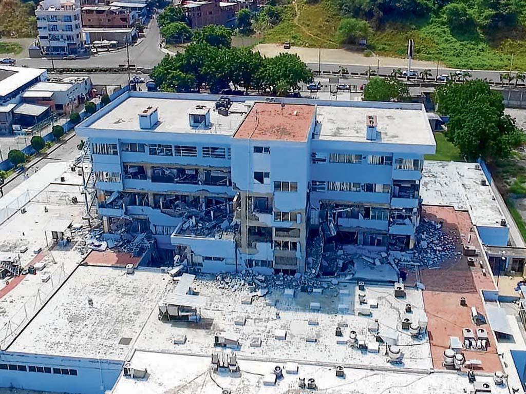 Tres hospitales con serios daños tras el terremoto del 16A