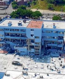 Tres hospitales con serios daños