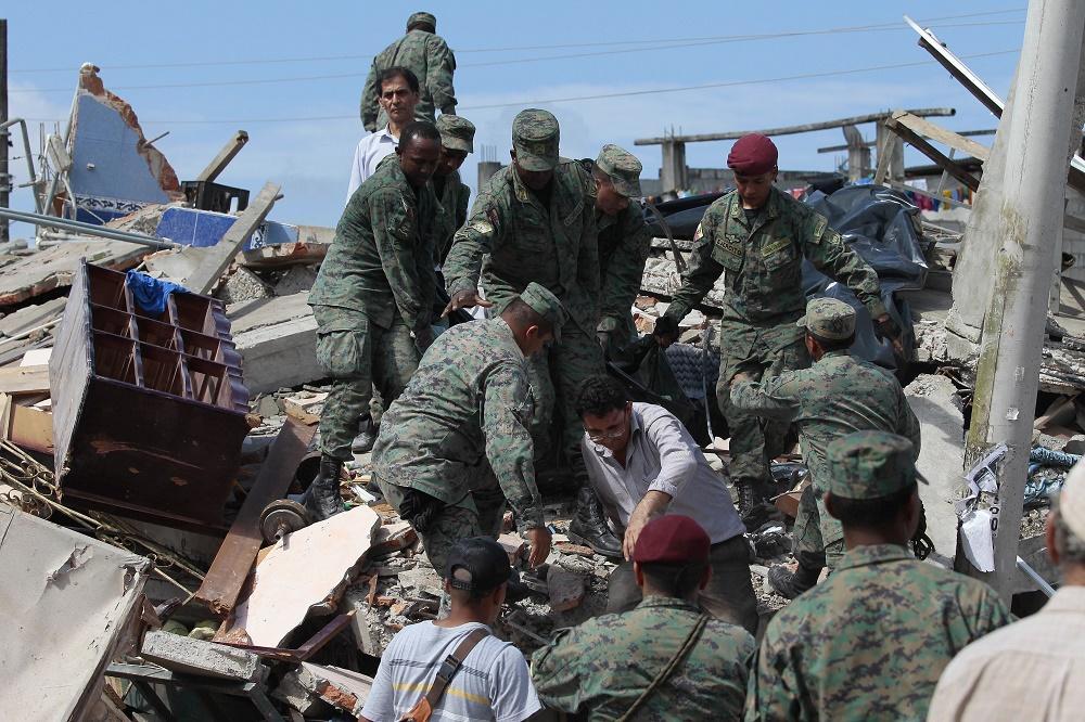Fiscalía de Ecuador investigará las construcciones en la zona del terremoto