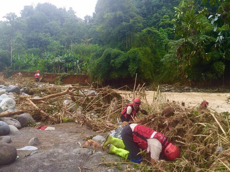 Continúa la búsqueda de víctimas en Alluriquín, pero se pierde la esperanza