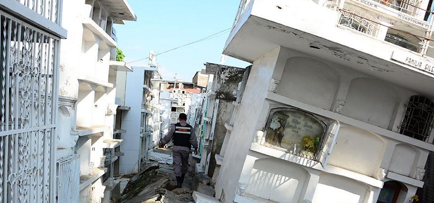 Analizan daños en el Cementerio General de Portoviejo tras terremoto