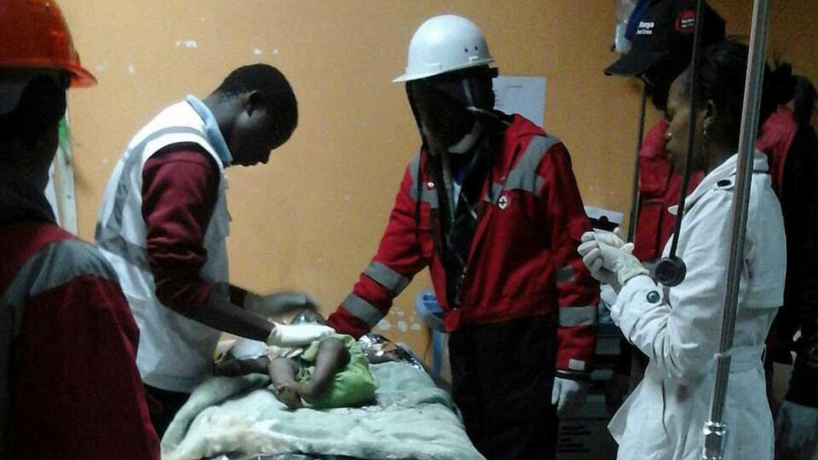Rescatan a un bebé tras 80 horas bajo los escombros en Nairobi