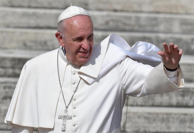 El papa pide que las mujeres sean 'honradas y respetadas' en todo el mundo