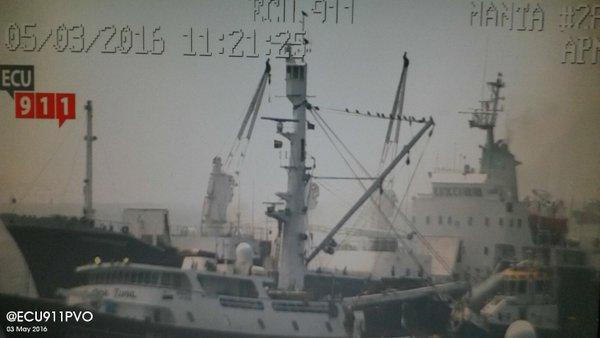 Controlan incendio registrado en un barco en el Puerto de Manta