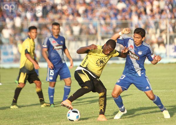Emelec venció por 2-1 a Fuerza Amarilla en el estadio 9 de Mayo