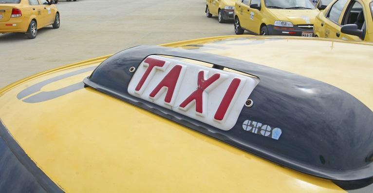 Cooperativa de taxis de Manta cobrará un dólar la carrera mínima