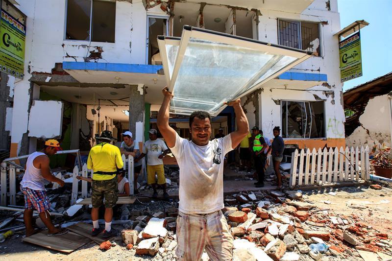 Cruz Roja Española envía alojamientos para afectados por terremoto de Ecuador