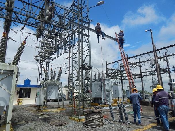 Restablecen en un 100% el servicio eléctrico en el cantón Montecristi