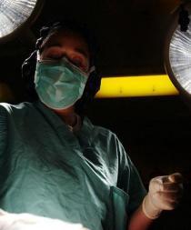 Mujer le dona un riñón a su jefa y la despiden por no ir trabajar tras la operación