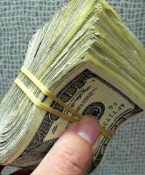 Roban cuatro mil dólares a adultos mayores en Santo Domingo