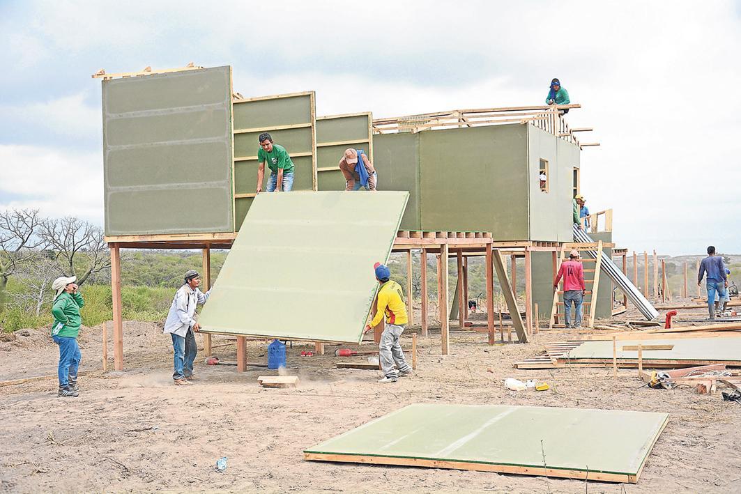 Buscan voluntarios para construir viviendas para los damnificados
