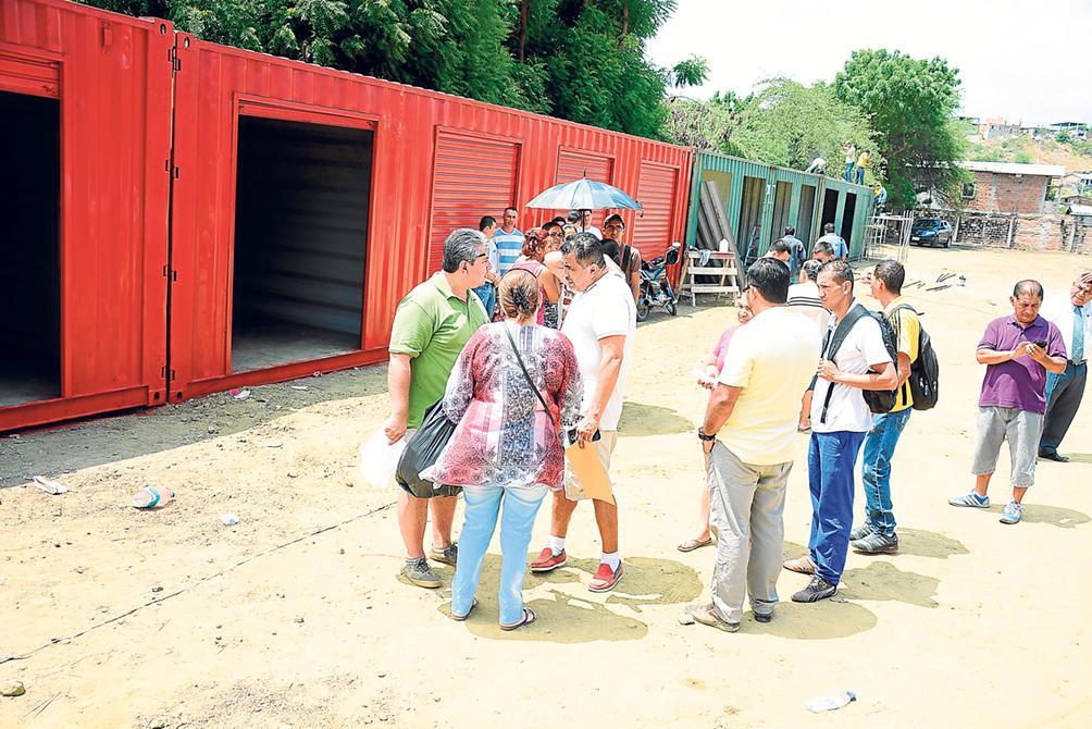 700 comerciantes de almacenes de Tarqui improvisarán sus negocios en contenedores