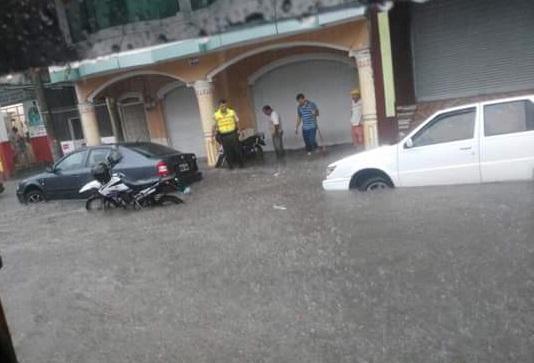 Aguacero en El Carmen provocó daños en vías y vivendas