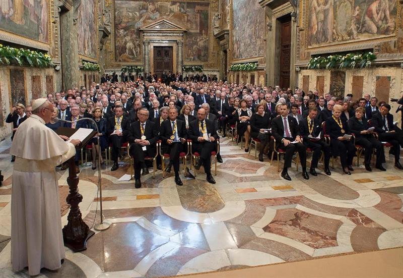 El papa sueña una Europa sin muros y 'donde ser emigrante no sea un delito'