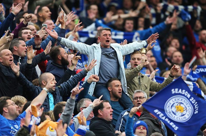El Leicester invita a hinchas a comer pizza y beber cerveza antes del duelo con Everton