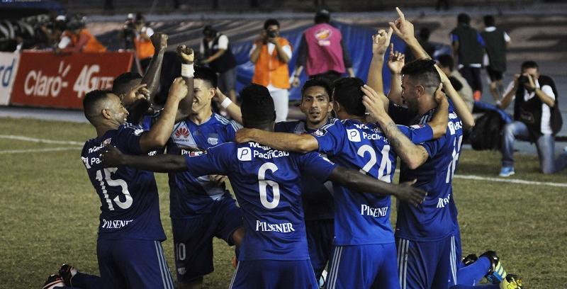 ¡Clásico Azul! Emelec venció 2-1 a Barcelona y se mantiene líder del torneo