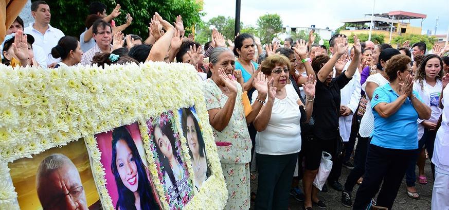 Víctimas del terremoto del 16A en Portoviejo son recordadas entre lágrimas en una misa