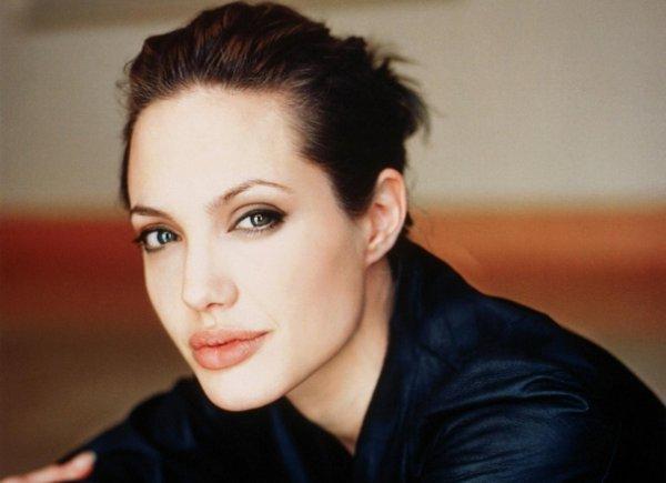 Angelina Jolie impartirá clases sobre mujeres y conflictos