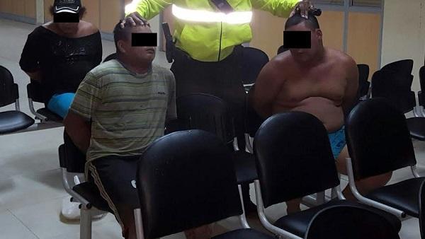 Detienen a dos hombres tras robar un celular