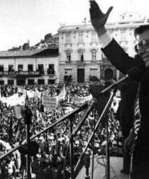 Hoy la historia también recuerda la muerte del presidente Jaime Roldós